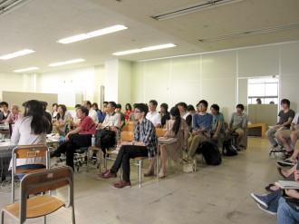 教室は満員でした