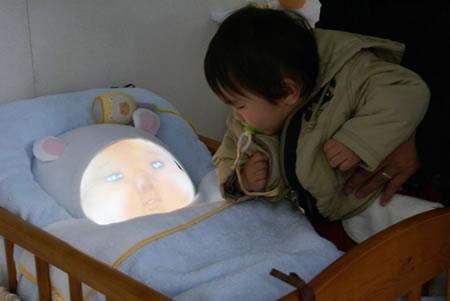 赤ちゃん型ロボット