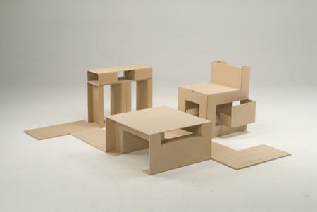 折りたたんで床と一体化する家具